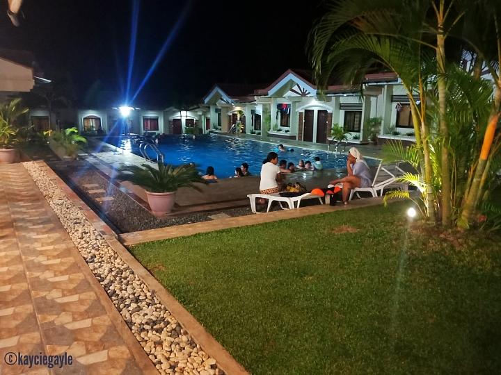 courtyard pool -  rema tourist inn - palawan misswoman.co