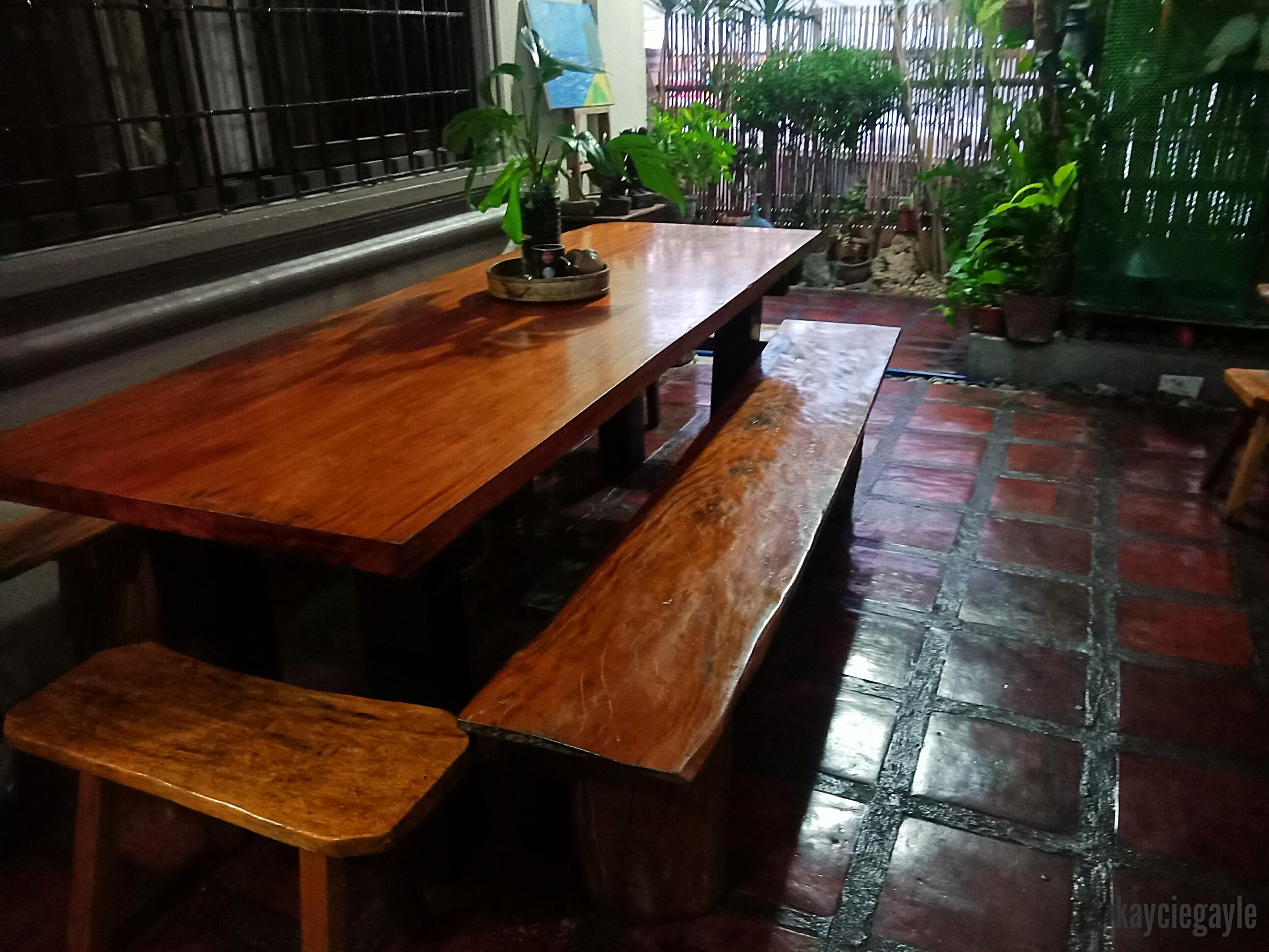 Casa de Viajero Tourist Inn Wooden Table