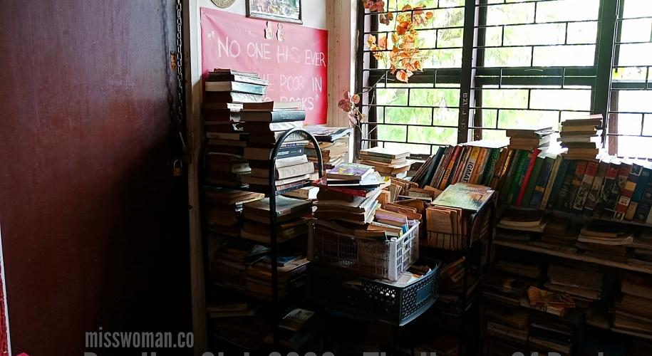 Reading Club 2000 books shelves